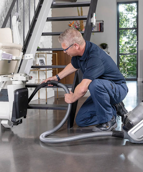 1100-style-mechanic-cleaning-ls