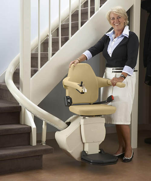 woman_standing_classic_beige_new_hr
